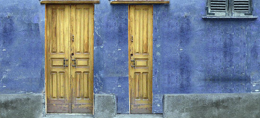 Tada ga netko upita: »Gospodine, je li samo malo onih koji se spašavaju?« Reče im: »Trudite se da uđete na uska vrata! Jer vam kažem: Mnogi će tražiti da uđu, a ne će moći.